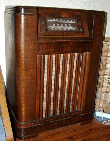 my 1946 Philco AM/SW/Phono radio